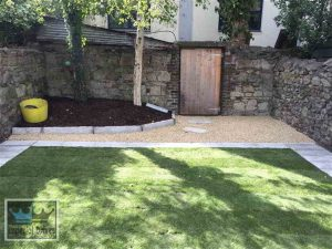Lawn with gravel area at back and flagstone pathways